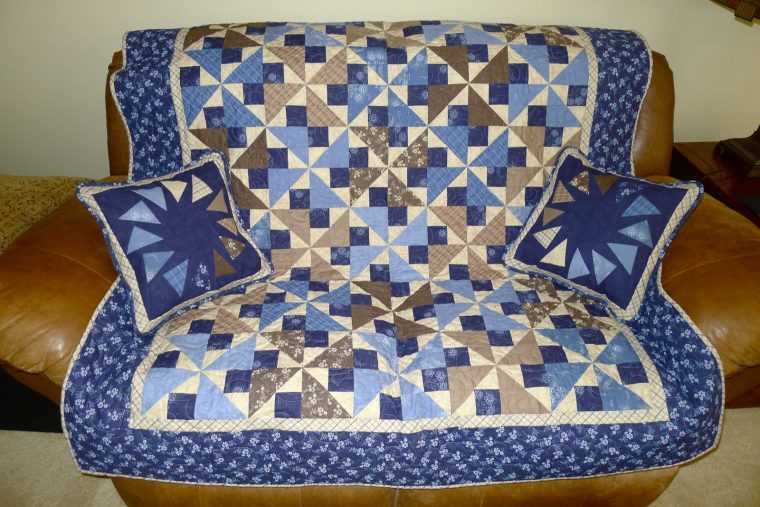 Midnight Shadows quilt by Connecting Threads and Circle of Geese pillows