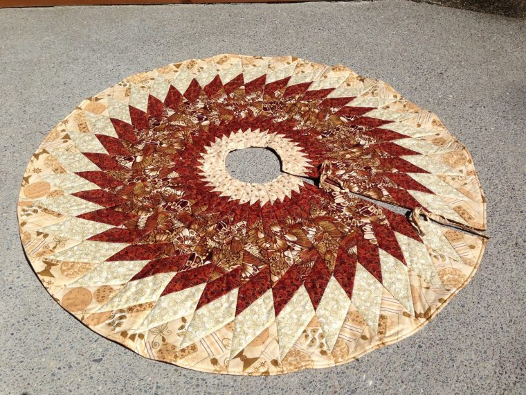 Quilted Christmas tree skirt, Finished tree skirt