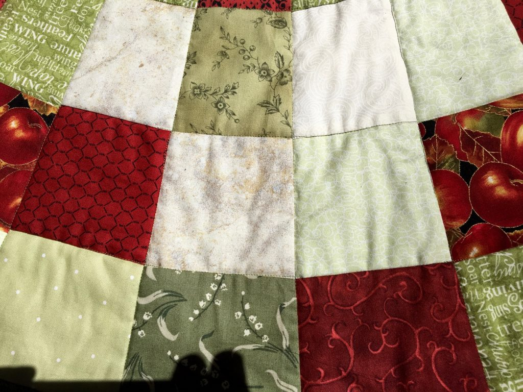 Quilted Christmas tree skirt, Skirt front closeup