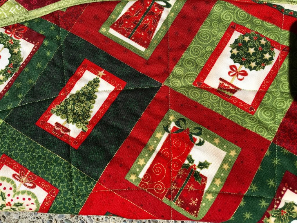 Quilted Christmas tree skirt, Skirt back closeup