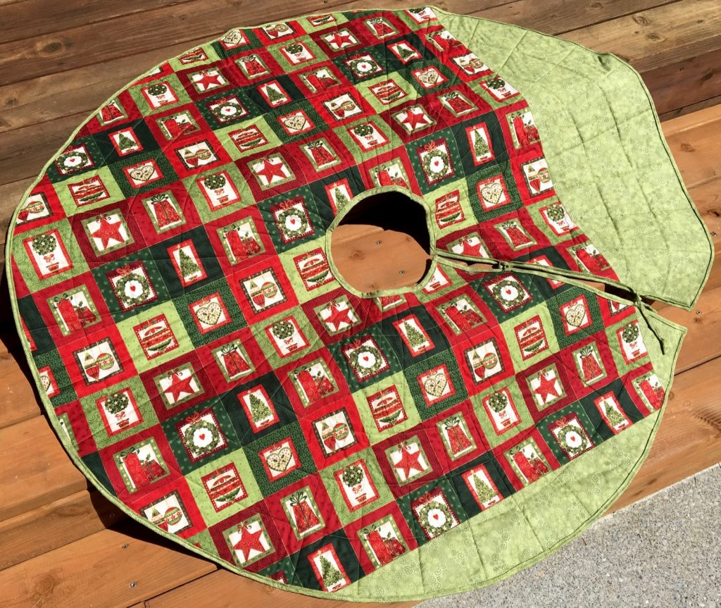 Quilted Christmas tree skirt, Finished scrappy skirt back