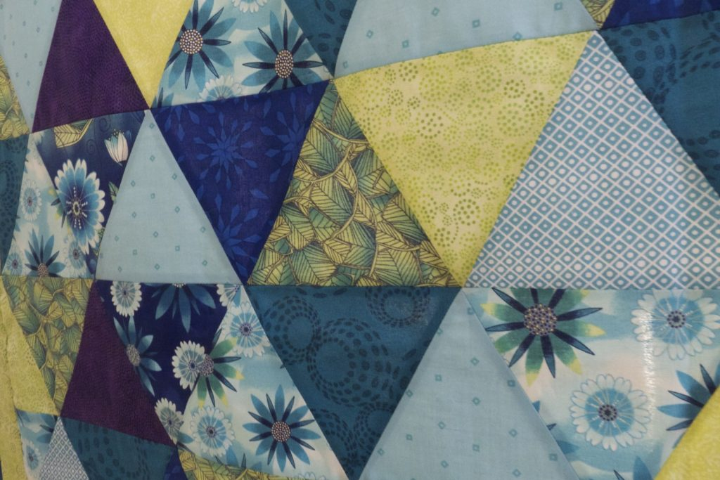Equilateral triangle quilt, Finished top detail